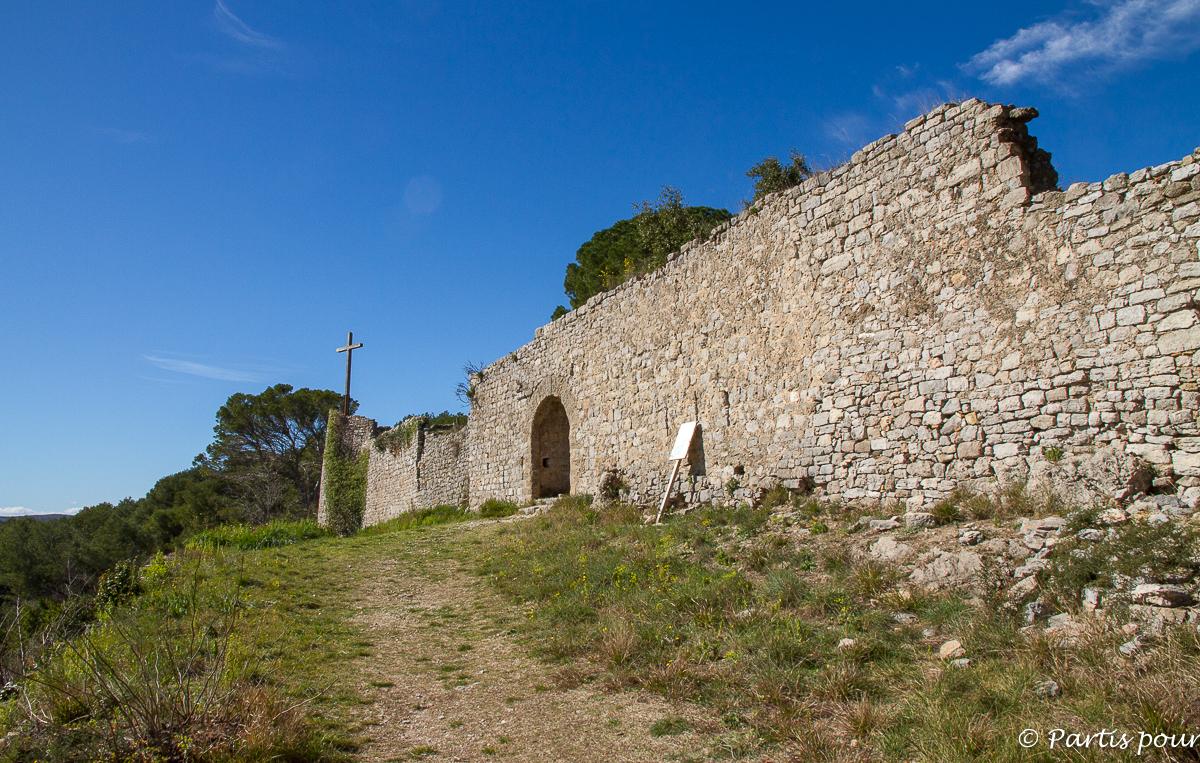 Le Château en ruines des Guilhem de Clermont-l'Hérault. Randonnées dans le Clermontais