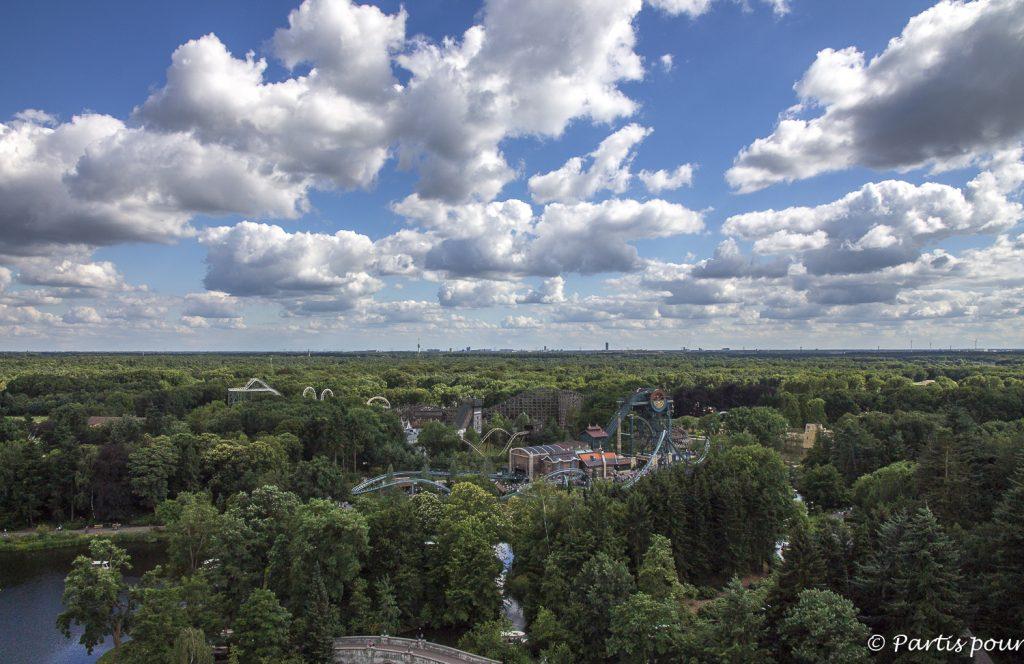 Vue panoramique sur Efteling depuis la pagode tournante, Efteling, Pays-Bas