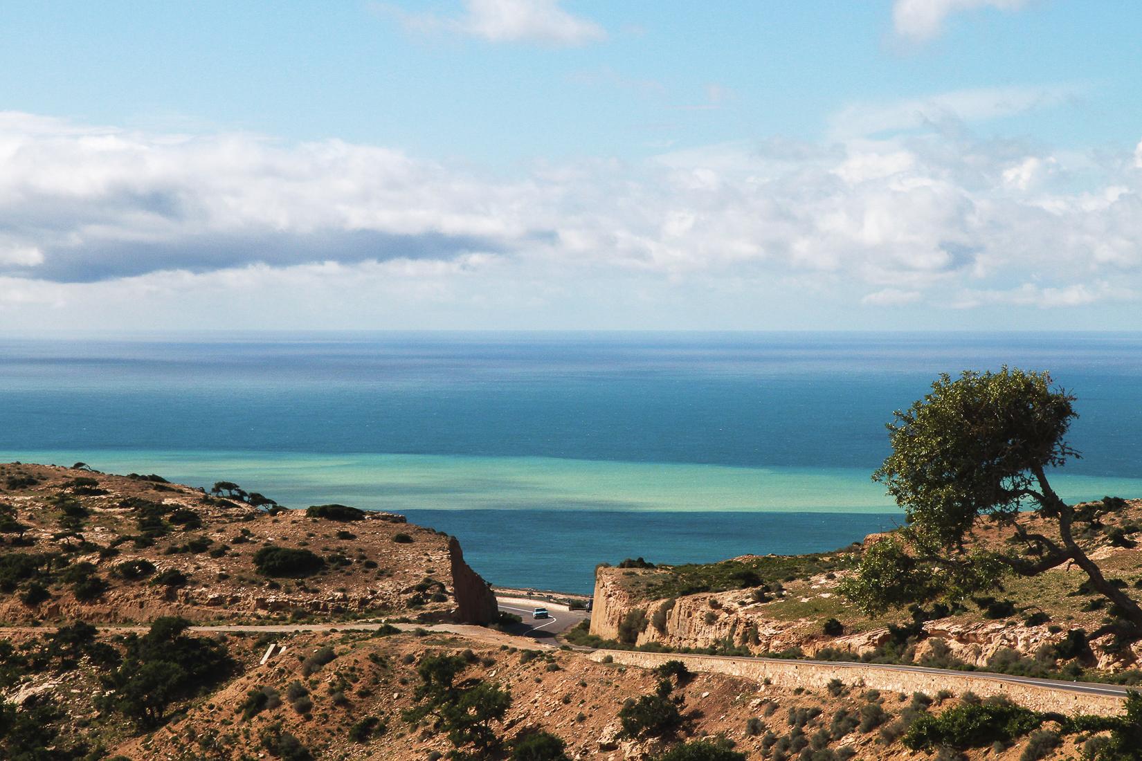 Rêver sa vie en technicolor, Vers Agadir. Chronique d'un départ. Joël & Laurence Schuermans