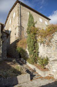 Se couper du monde à Digne-les-Bains et ses environs. Village de Thoardl