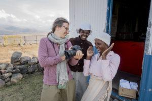 Portrait par Joël Schuermans au Lesotho... Quand la photographie permet de rencontrer dans la joie et d'ouvrir les portes de l'intime... Quelque part près de Mokhotlong, Lesotho