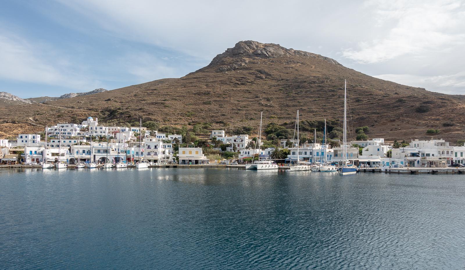 Itinéraire d'un voyage dans les Cyclades : port de Katapola à Amorgos. Partis pour la Grèce