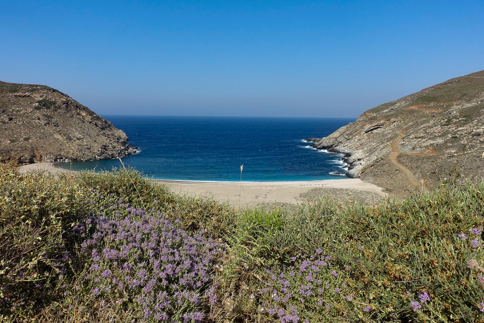 Itinéraire d'un voyages dans les Cyclades : Zorkos Bay, Andros. Partis pour les Cyclades