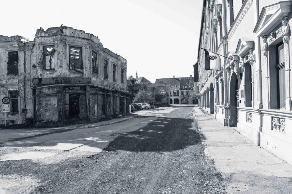 Vers Sarajevo. Une errance ferroviaire de Joël Schuermans. Collection Errances. Editions Partis Pour - Vukovar, Croatie